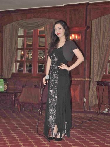 La giovane cantante del Cairo Raghd Adly